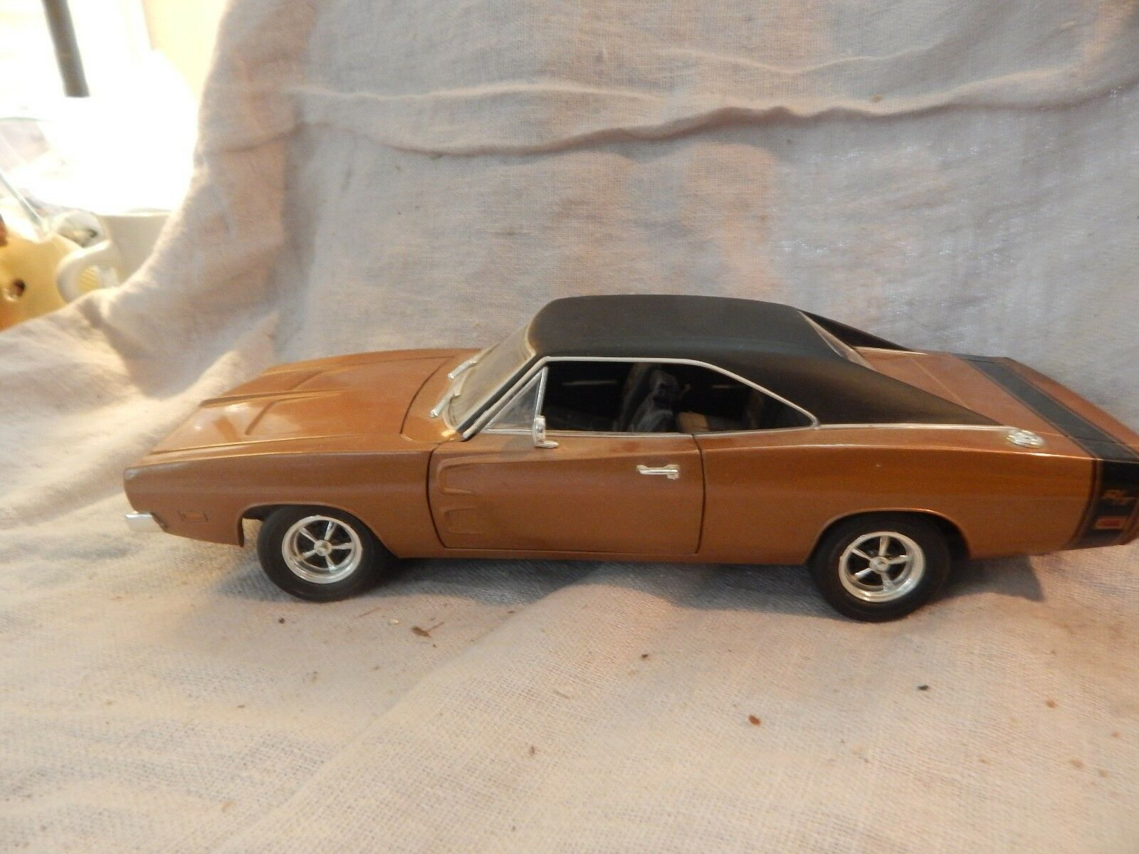 Hot Wheels 1969 marrone Dodge Charger 1/18