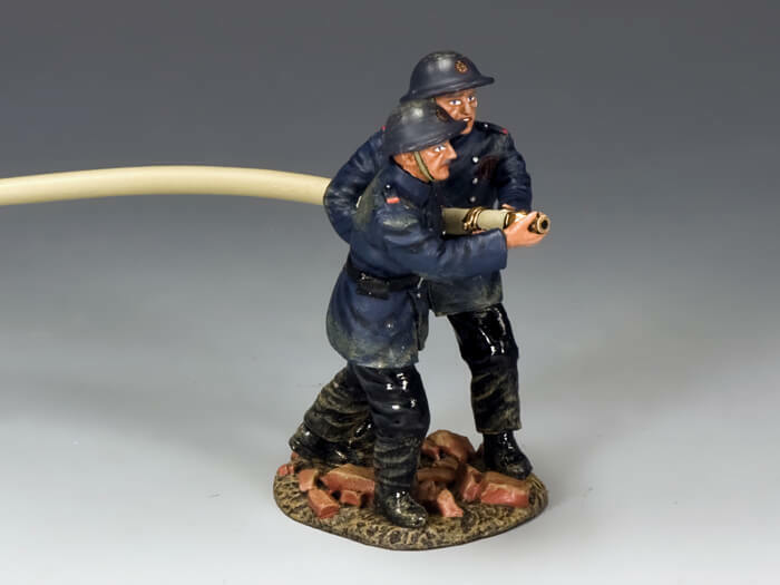 KING & COUNTRY FIELDS OF battle FOB104 FIGHTING THE BLAZE MIB