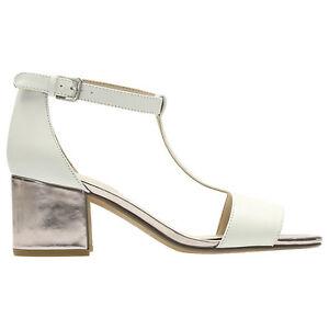 Clarks-BARLEY-BELLE-White-T-Bar-Sandals-UK-8-D-Fit-EU-42-LG06-84
