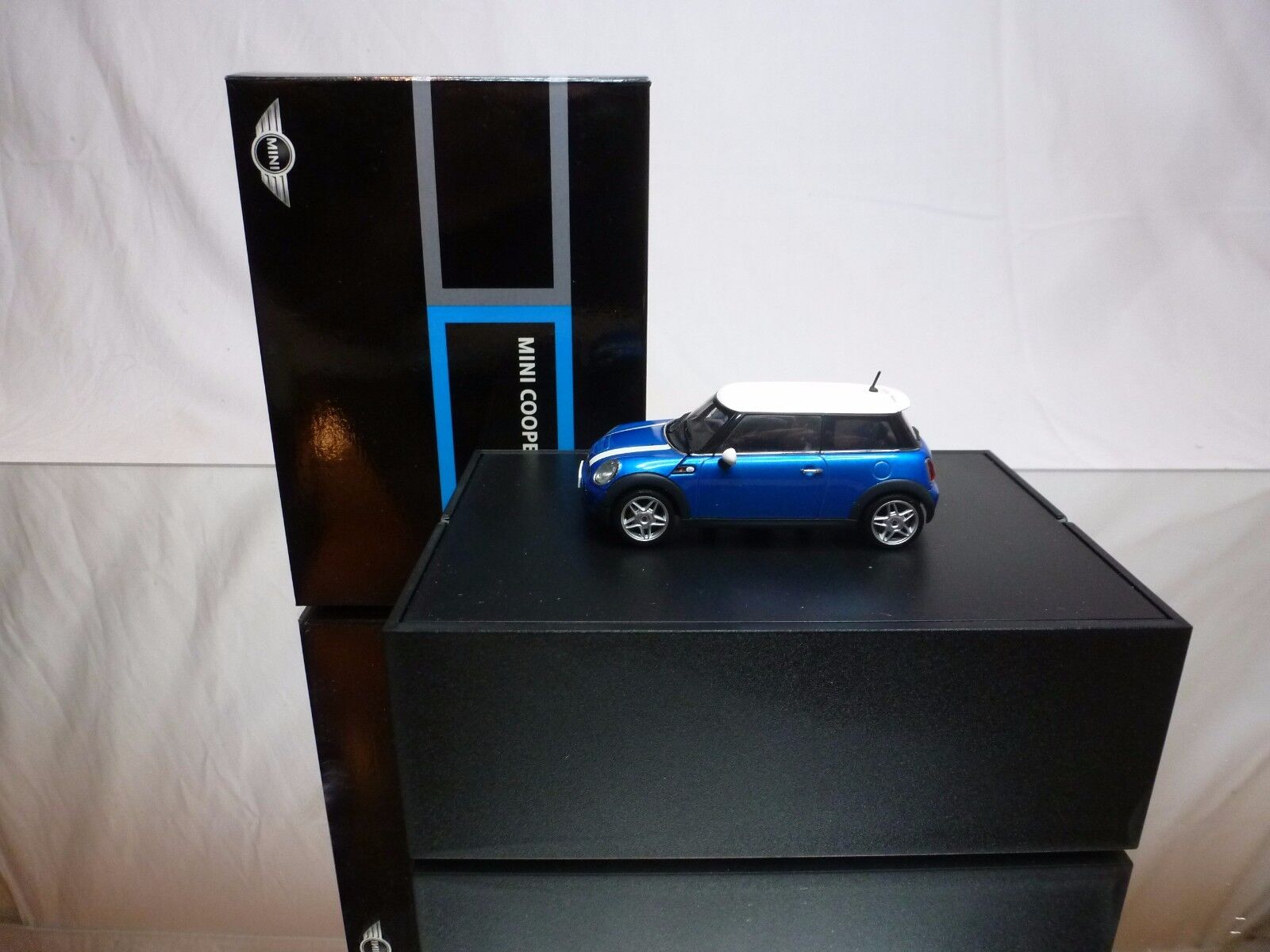 AUTOART MINI COOPER S - blu + bianca 1 43 - EXCELLENT CONDITION IN BOX