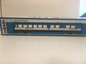 D-Zug-Wagen-4054-von-Maerklin