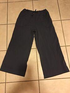 e6f25abe16 Lululemon Women's Yoga Pants Size 6 Gray Yoga Capris Workout Running ...