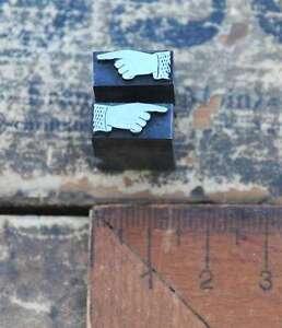 2x-Klischee-ZEIGENDER-FINGER-Bleisatz-Haende-Zeigefinger-Drucken-pointing-hand