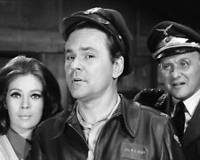 """8X10 PUBLICITY PHOTO /""""HOGAN/'S HEROES/"""" CAST FROM THE CBS TV SHOW FB-541"""