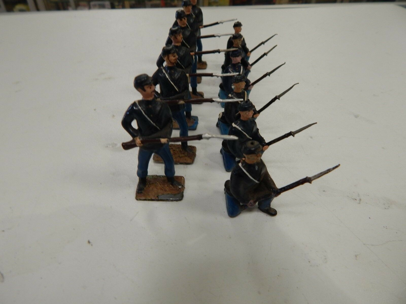 Britains Miniatures 12 figures American Civil War Union (set 1)