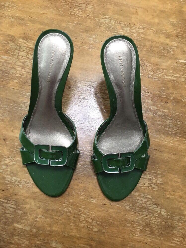 Ann 6 Taylor Green Patent Leather  Pump Size 6 Ann 1/2M Heels Mules EUC 0b192b