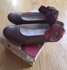 UMI Girls Brown Leather Ballet flats Mary Jane dressy casual shoe Sz 1.5 US