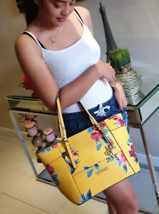 Guess-w-Floral-in-Signature-Tote-Bag-Yellow