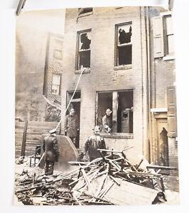 1940-039-s-Fireman-Fire-Photo-Philadelphia-8-x-10-Firefighters-in-Town-House-V36