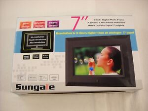 Sungale Cd705 High Resolution 7 Inch Digital Picture Frame 800x480