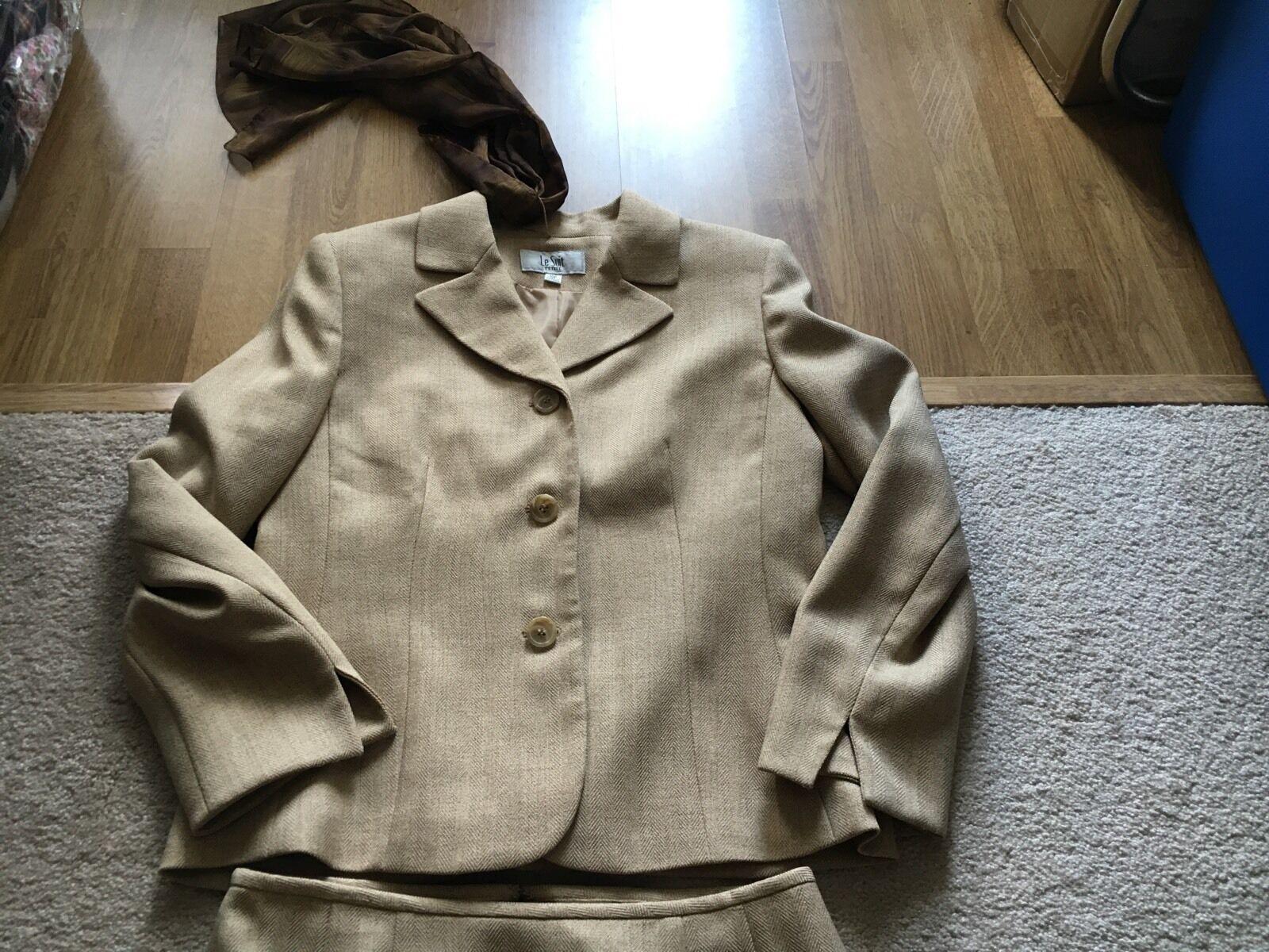 Ladies Le Suit Taupe Skirt Suit 10 P