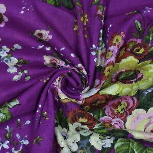 Lila-Floral-Bedruckte-Indische-Dekorative-Naehen-Baumwolltuch-Kleid-Von-Der-Werft