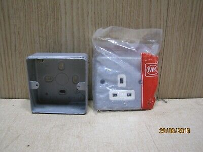 Single 1 Gang 13a Metal Clad Switched Socket for Garage and Shed