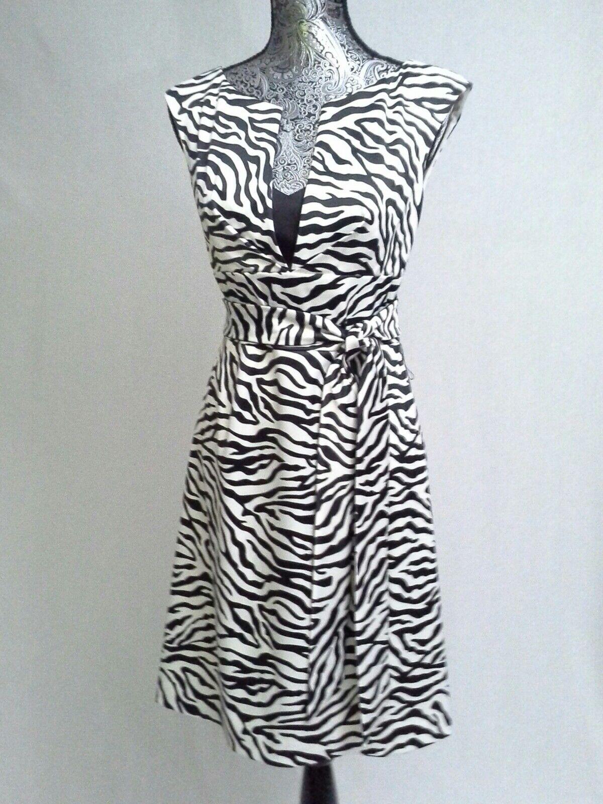 Weiß House schwarz Market Dress Zebra Print Satin Größe 4
