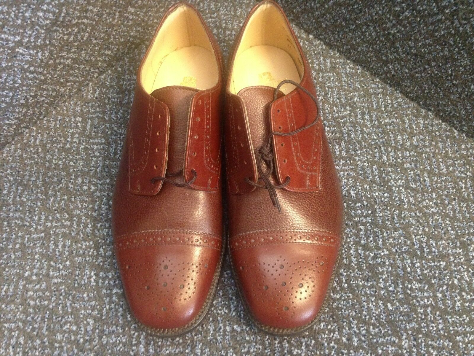MEN'S SIZE 8 TWO TONED GIBSONS