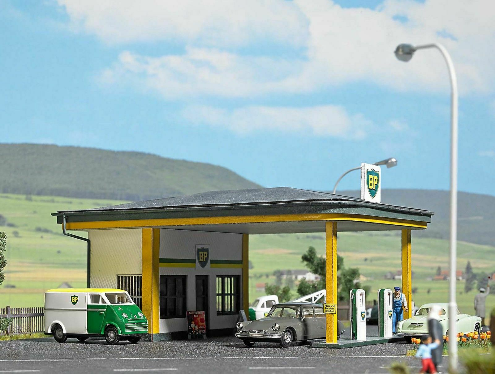 1577 autobusch HO 1 87 Distributore autoburanti BP