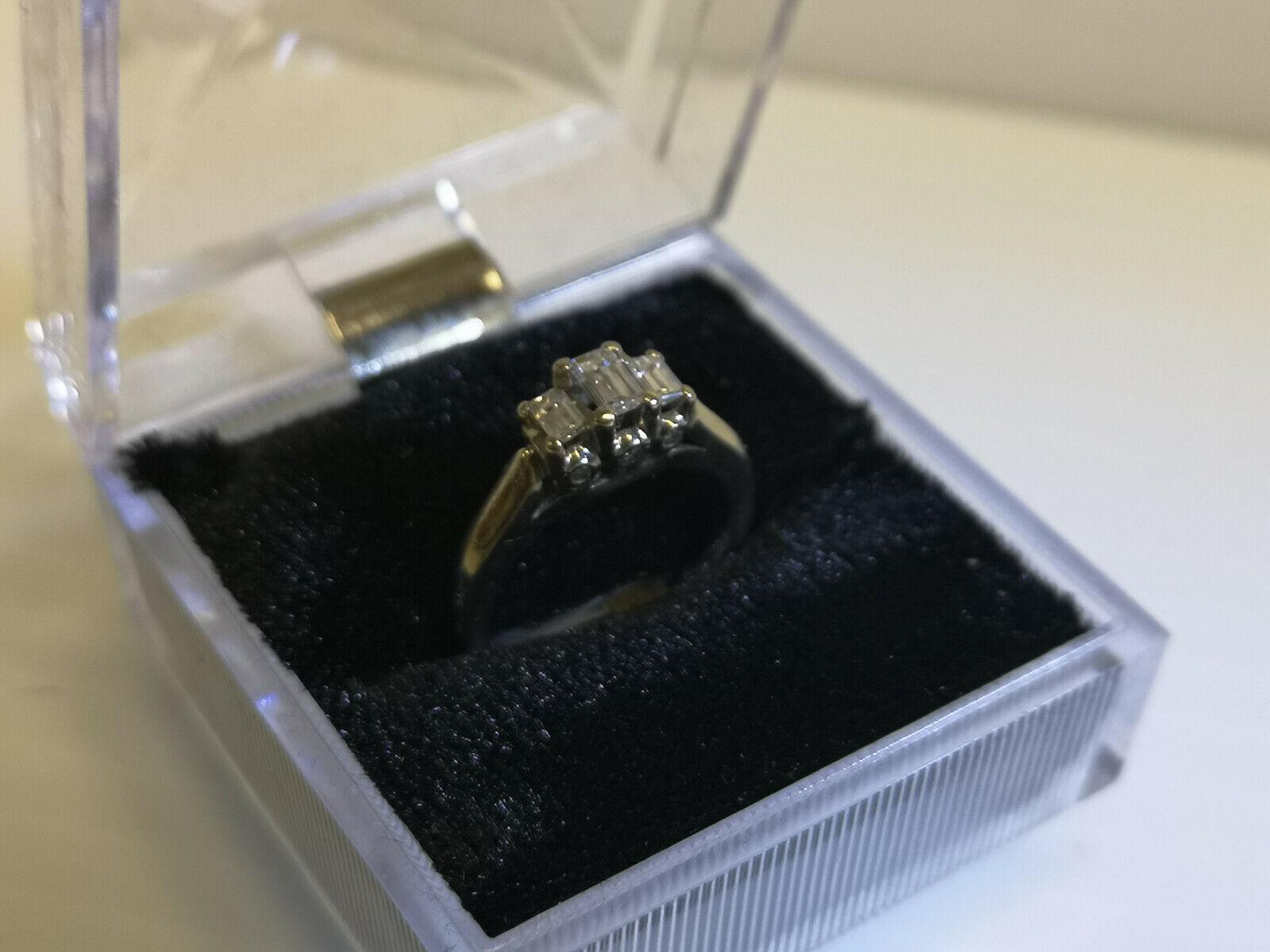 (N42727) 10K White gold Ring w  Diamonds