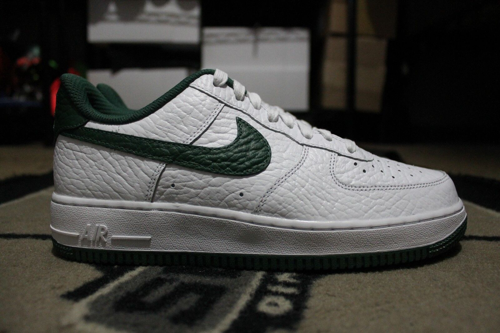 New Nike iD Air Force One 1 Low NBA Size Milwaukee Bucks Size 7.5 White/Green