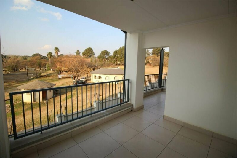 2 Bedroom apartment in KYALAMI HILLS For Sale