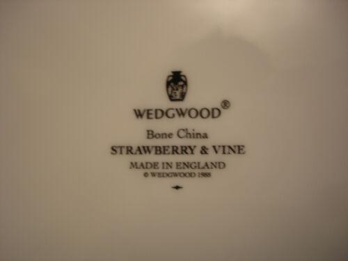 "Strawberry /& Vine by Wedgwood MUG 3 7//8/"""