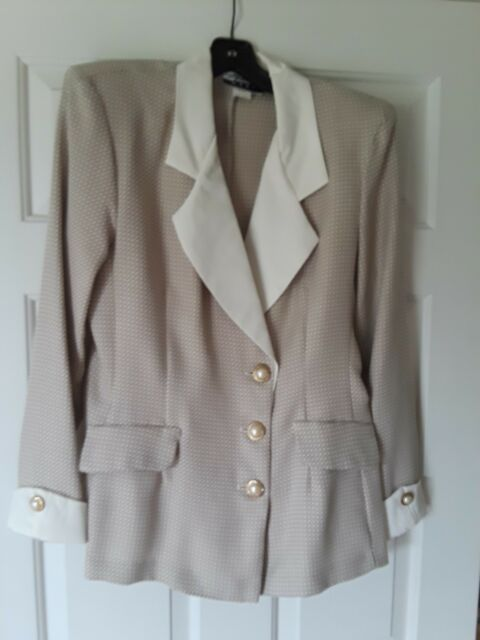 Women S Juniors Beige And Cream Colored Two Piece Suit Size 9 10 Ebay