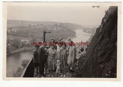 (f12621) Orig. Foto Leisnig, Personengruppe Wanderung, Blick A.d. Mulde 1954 Feines Handwerk