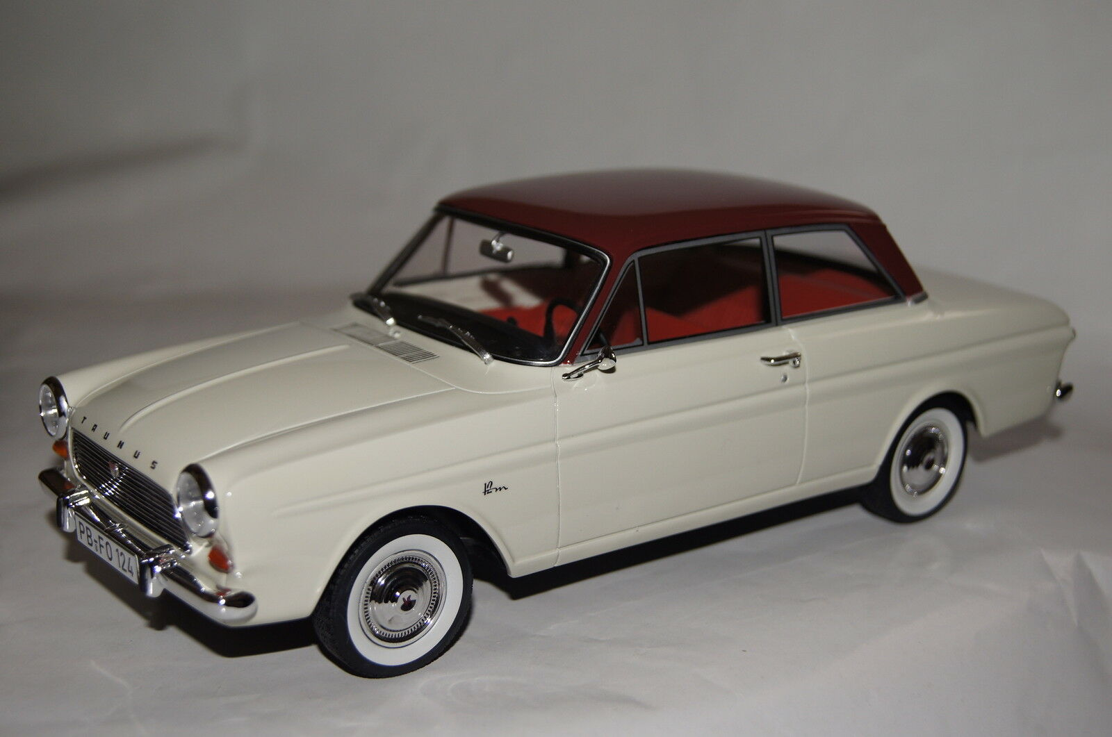 FORD TAUNUS 12m p4 BIANCO-ROSSO resin 1:18 Bos NUOVO & OVP 193251