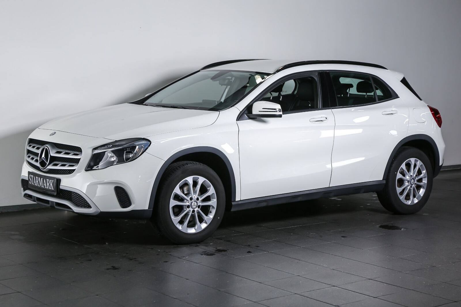 Mercedes-Benz GLA200 1,6