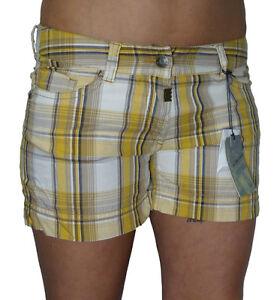 f35d1c151ddaaa Das Bild wird geladen Timezone-Damen-Shorts-Tila-gelb-beige-kariert-15-