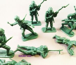 Lot-of-9-plastic-Green-Army-Military-Men-Toys-classic-troop-Decoration-Birthday