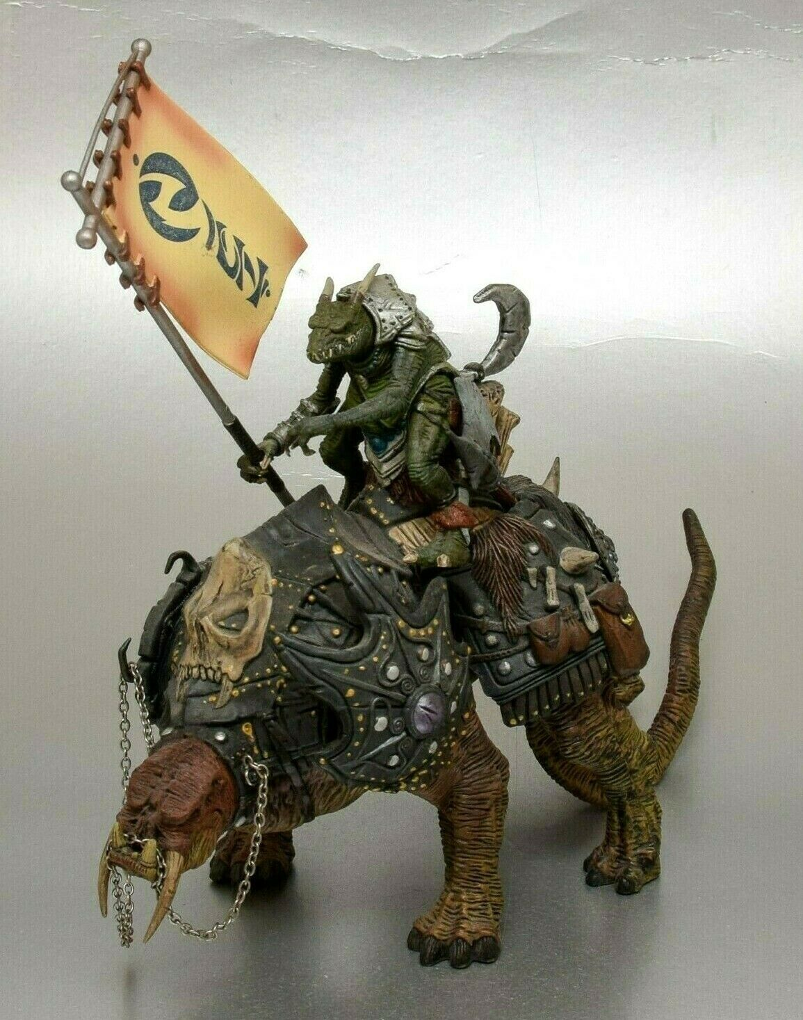 McFarlane Toys - Spawn Spawn Spawn Series 14  Dark Ages Iguantus and Tuskadon Action Figure 5c2762