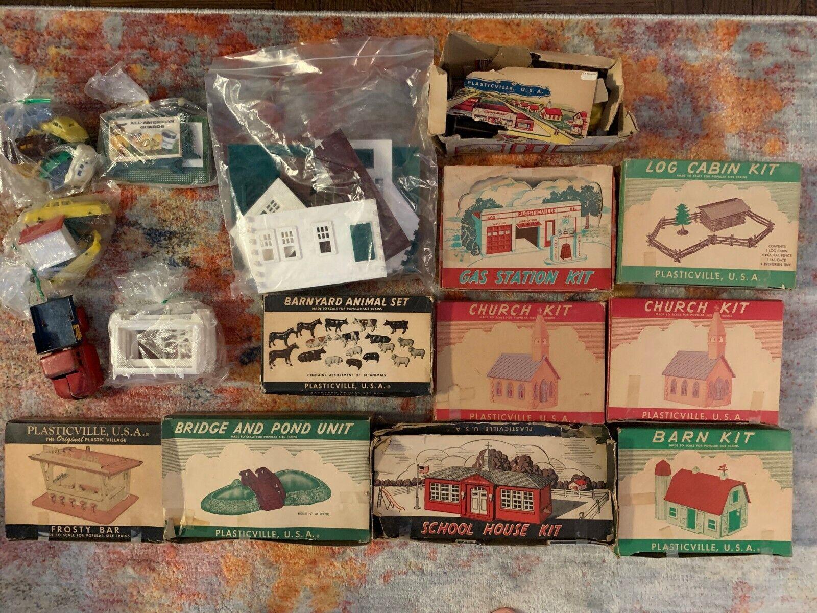 Sammlung of Jahr Plasticville, USA Items (9 kits total, plus other items)