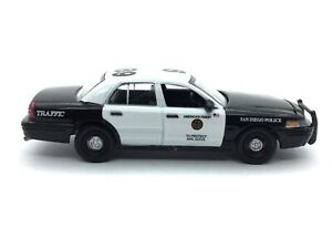 Greenlight-Hot-Pursuit-San-Diego-Police-2008-08-Ford-Crown-Victoria-Diecast-1-64