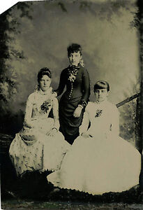 ANTIQUE-TINTYPE-PHOTO-PORTRAIT-OF-OF-TWO-VICTORIAN-WOMEN-AND-GIRL