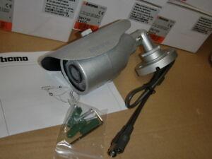 Legrand-Bticino-391720-Farbkamera-12VDC-3-6mm-BNC-IR-LED-IP66-mit-Wandarm
