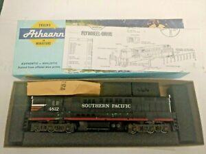 HO-scale-Athearn-Trainmaster-Southern-Pacific-locomotive-Vintage-no-4813