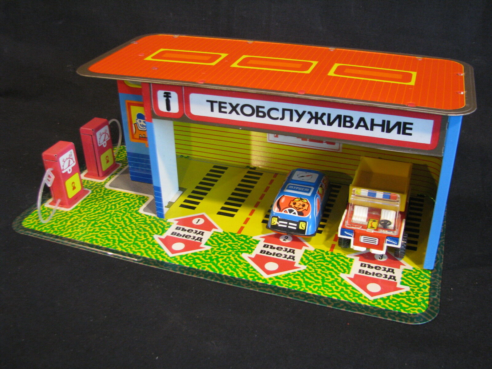 Tin Plated Garage with Fuel Station Russian Made (JS)