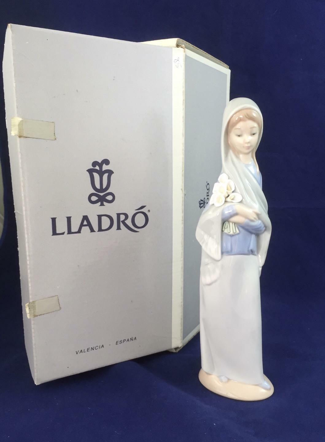 Boxed Retirot Lladro Girl with Flowers 04650 Perfect Condition