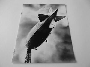Postcard DT04  British R101 Airship  riding her mast at Cardington Beds - <span itemprop=availableAtOrFrom> Sussex, United Kingdom</span> - Postcard DT04  British R101 Airship  riding her mast at Cardington Beds -  Sussex, United Kingdom