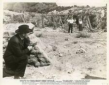 ROBERT MITCHUM  TERESA WRIGHT  PURSUED 1947   PHOTO ORIGINAL #2