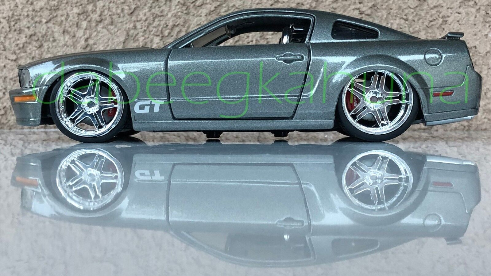 Maisto - Ford Mustang - Die-Cast - Rubber Tires - Scale 1 24 - Approx 8   L