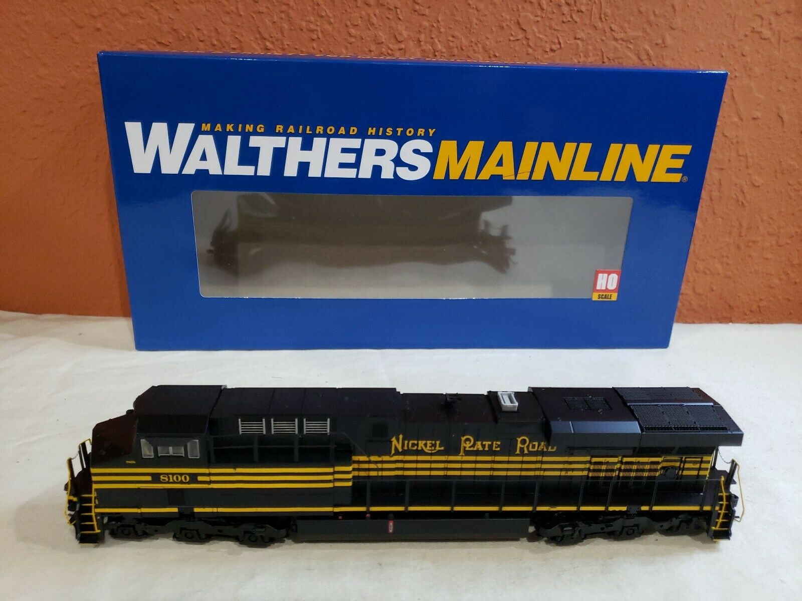 HO SCALE WALTHERS MAINLINE GE ES44 EVOLUTION LOCO NS  8100. 910-10181. DCC READY