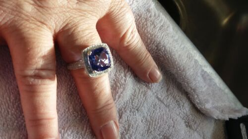 BEAUTIFUL LADIES SAPPHIRE RING/ USED BUT GREAT CO