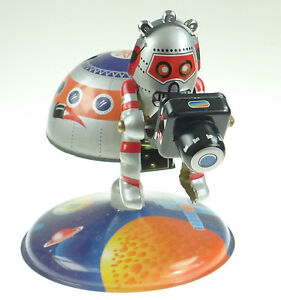 SPACE-STATION-TIN-TOY-WITH-ASTRONAUT-amp-CAMERA-SPACEMAN-CLOCKWORK-PRODUCTION