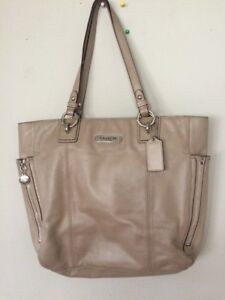 3f94c21602476 Image is loading Coach-Beige-F19456-Leather-Gallery-Zipper-Tote-Handbag
