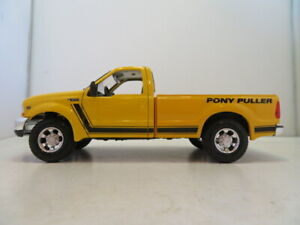 Maisto pick up series, Yellow 1:27 Ford F-350 Pickup Pony Puller