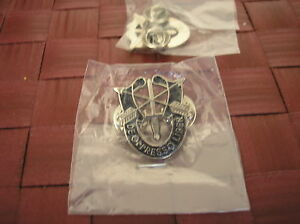ARMY-HAT-PIN-REPLICA-SPECIAL-FORCES-CREST-1-inch