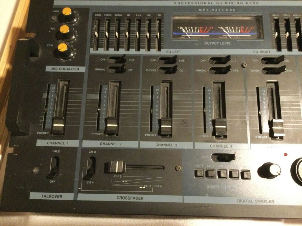 Dj-mixing desk, Monacor MPX-9200 DSE
