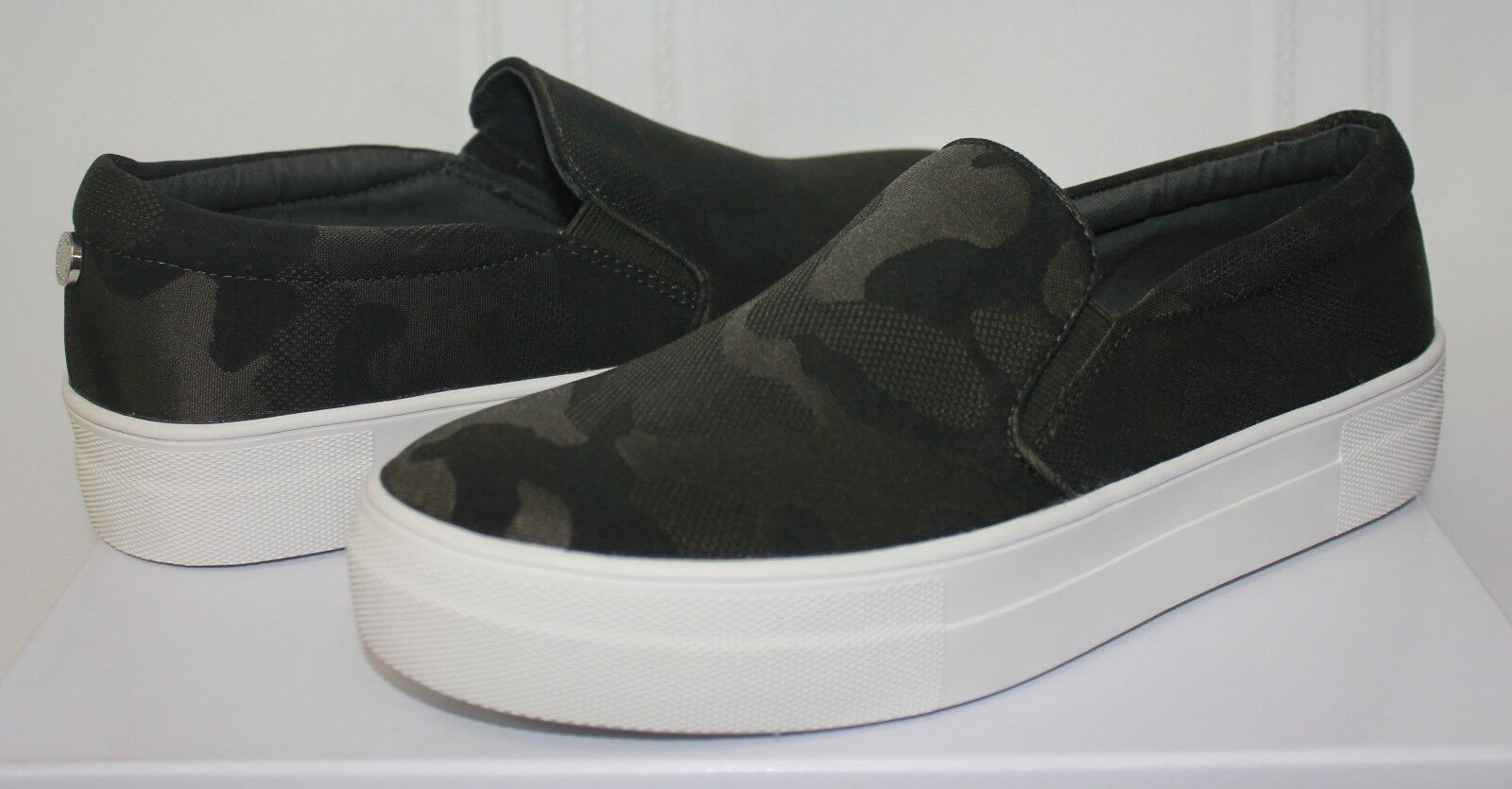 Steve Madden Gills Slip On Sneaker style shoes Camo fabric Camouflage New
