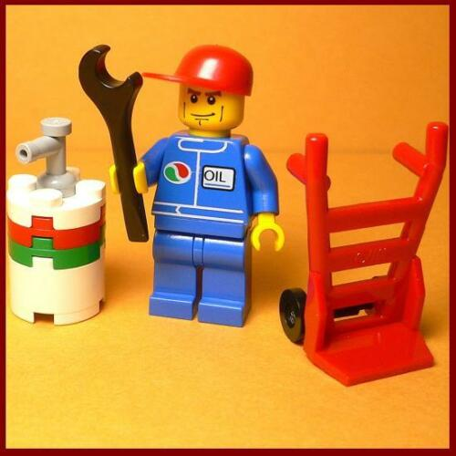 AC107 Lego Mechanic with Oil Barrel /& Hand Truck from 7324 NEW